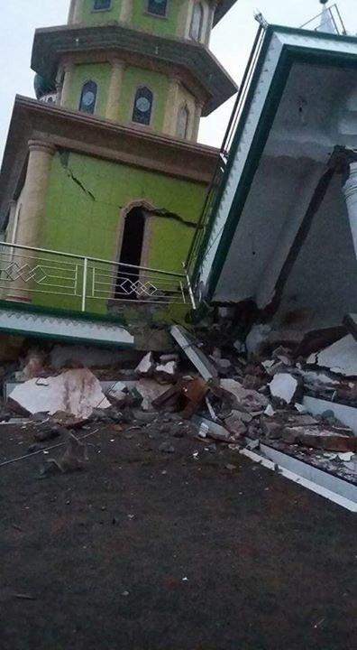 Berita Foto : Akibat Gempa di Aceh, Masjid Dan  Bangunan Bertingkat Pun Ambruk