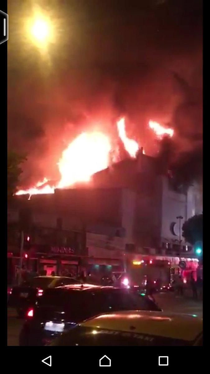 Incendio en discoteque Kmasú moviliza al menos 21 unidades de bomberos en Santiago