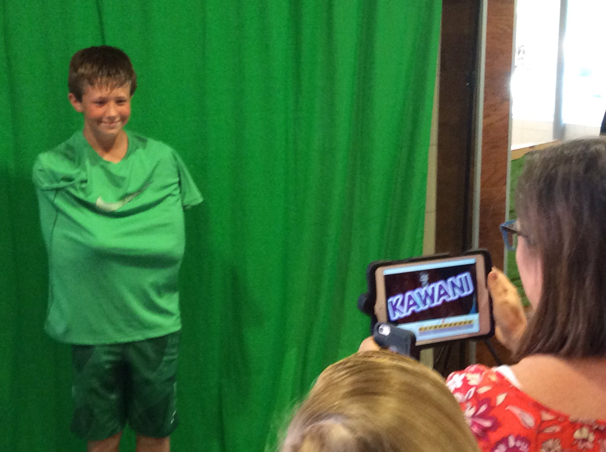 Floating heads are also fun with the #greenscreen! #txlchat @DoInkTweets https://t.co/5CQrSAwgeB