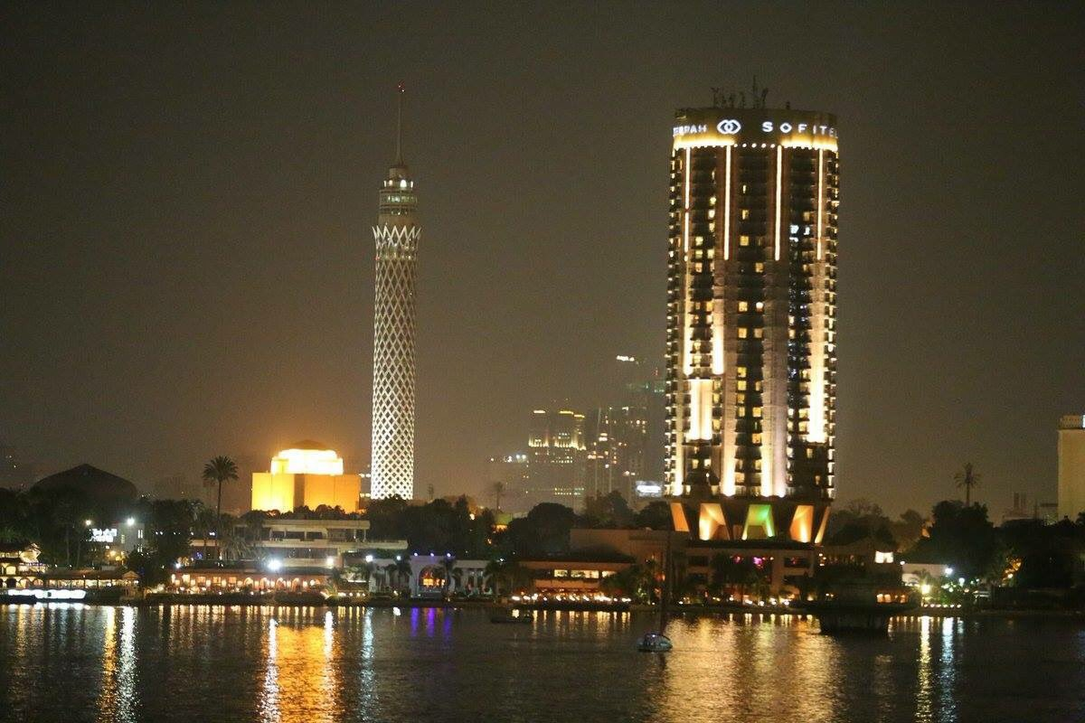 エジプトの首都カイロにあるカイロタワー 年から 年をかけて建設された ...