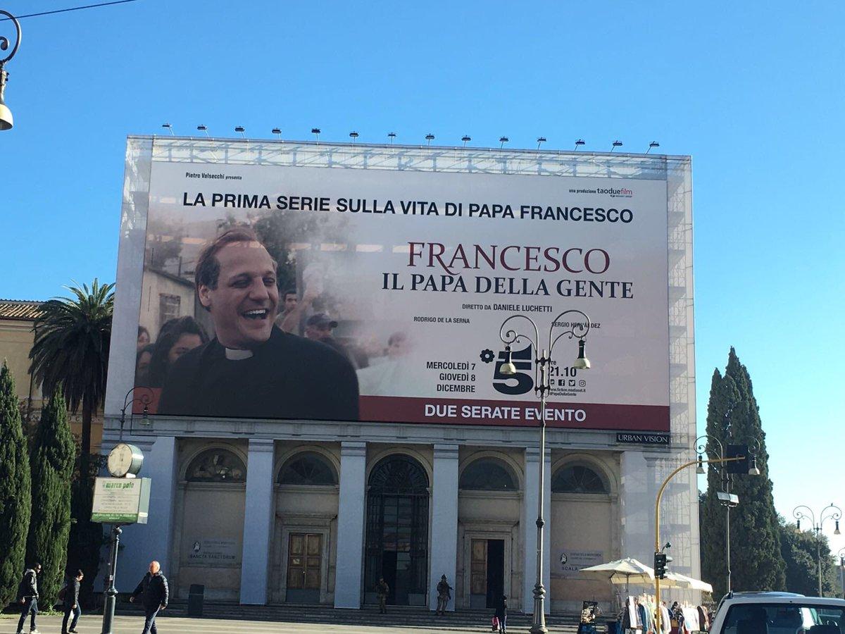 """Questa sera in TV """"Francesco, il Papa della gente"""" su Canale 5"""