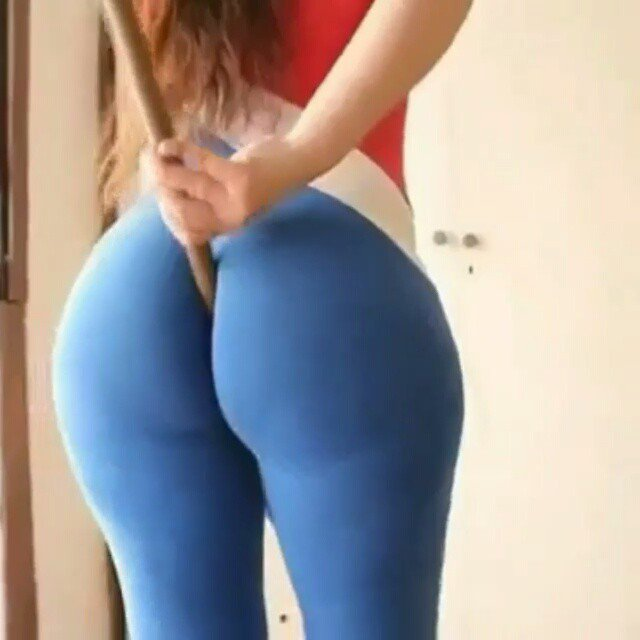 Big Ass Yoga Pants Twerk