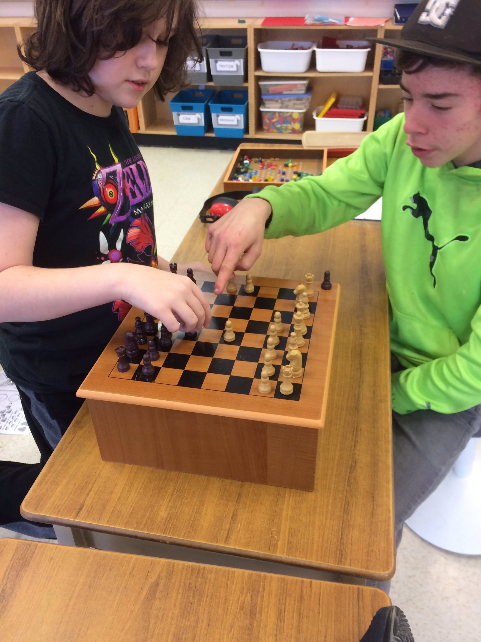 Bridging Ss @GravenhurstPS building their social and conversation skills while learning to play chess! #tldsblearns #CHECKMATE https://t.co/F8jz4Ml5Tn