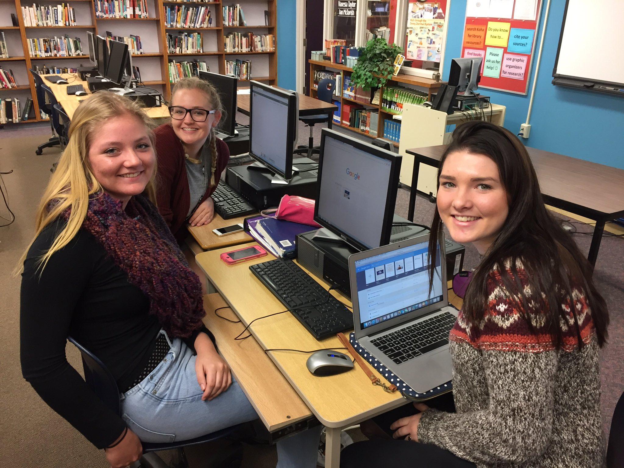Senior students collaborating on Spare. #tldsblearns @HuntsvilleHS @HHSLibrary1 https://t.co/lISxZySIlp