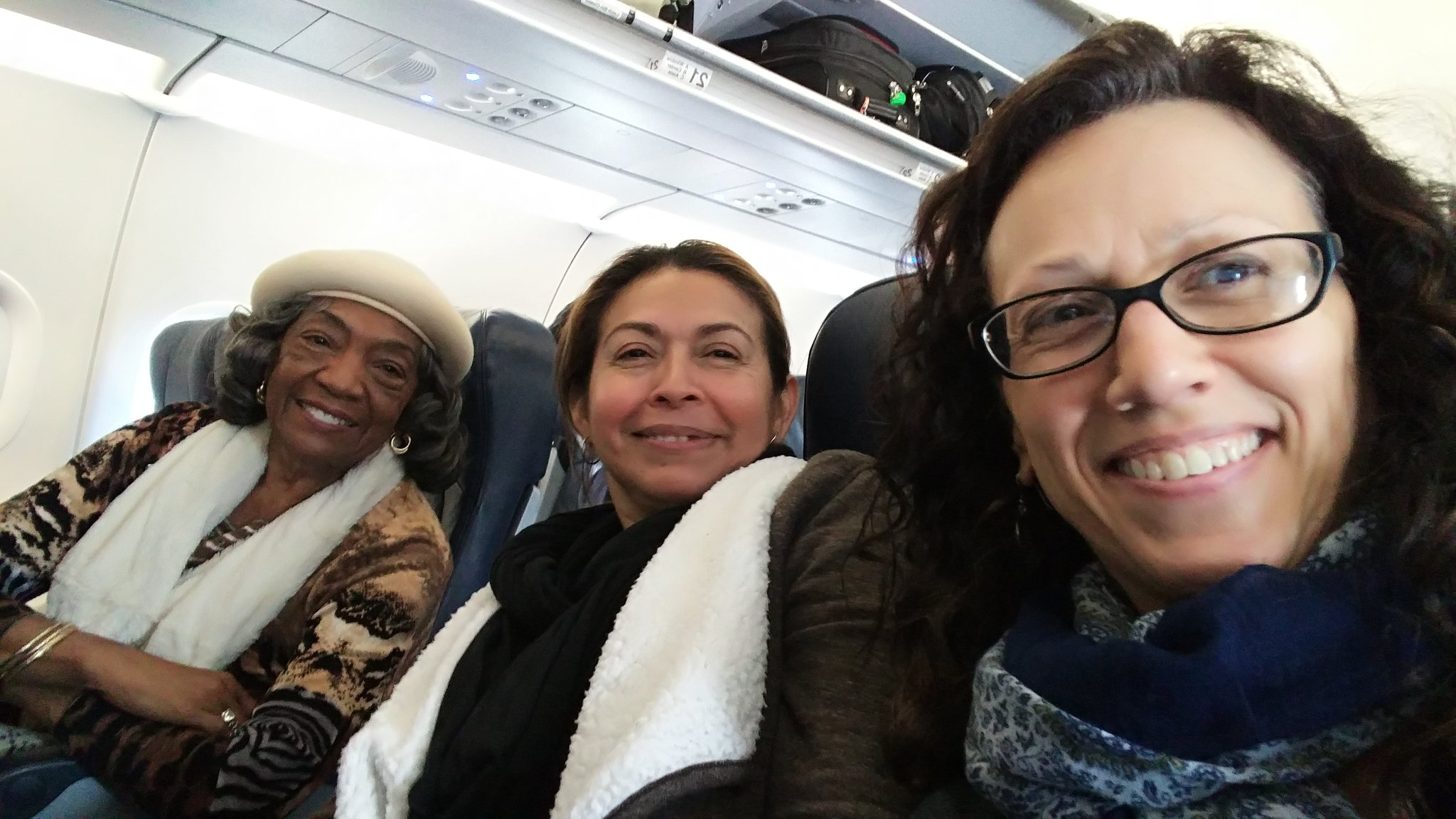 En route to Philly for #CENTERINGCARE conference with @CCEHI_Rosa and Ms. Edna! Great day! @CCEHI https://t.co/k1zVqJbmqy