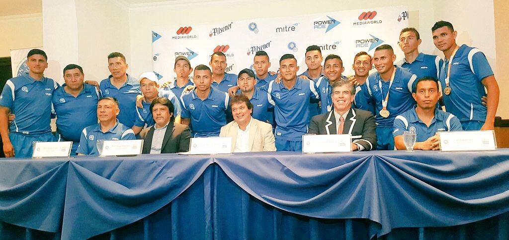 III Juegos Bolivarianos de Playa en Iquique Chile: El Salvador 5 Paraguay 3. CAMPEONES.  Medalla de Oro. CzHwk52XUAAawNj