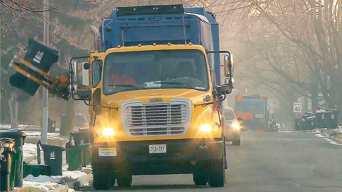 City of Toronto garbage collectors fear privatization in the new year