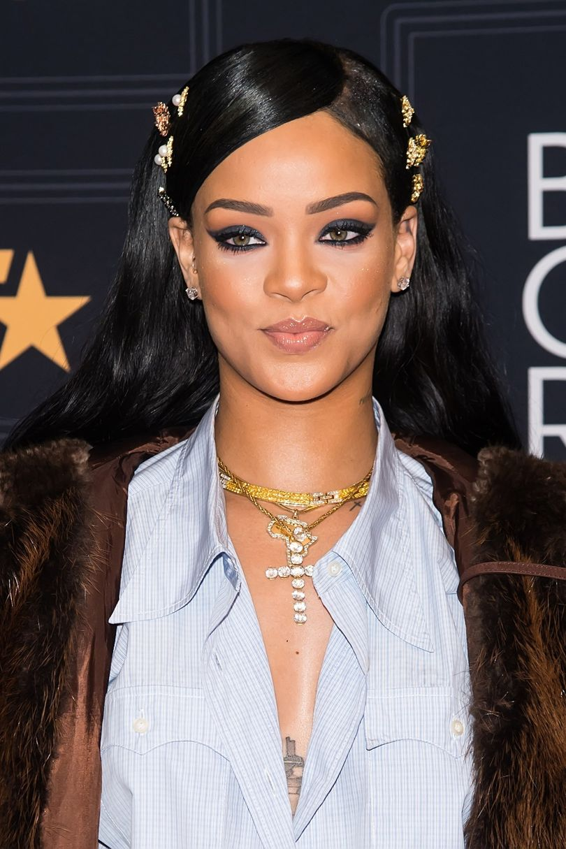 Should Rihanna be annoyed by her eight Grammy nominations? https://t.co/elDywqxRhF https://t.co/HoQX9UPWDq