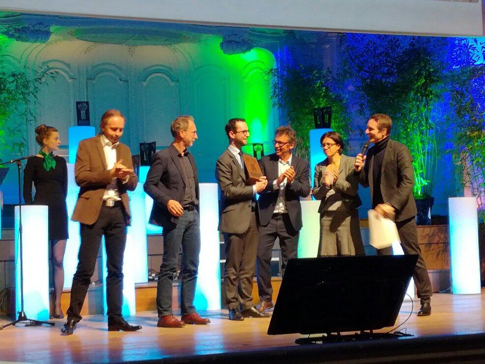 Vivre ensemble & harmonie: fier de recevoir ce soir, au nom de la @Mairie_Niort, une Victoire du paysage pour l'aménagement du Clou Bouchet https://t.co/kcQed0npge