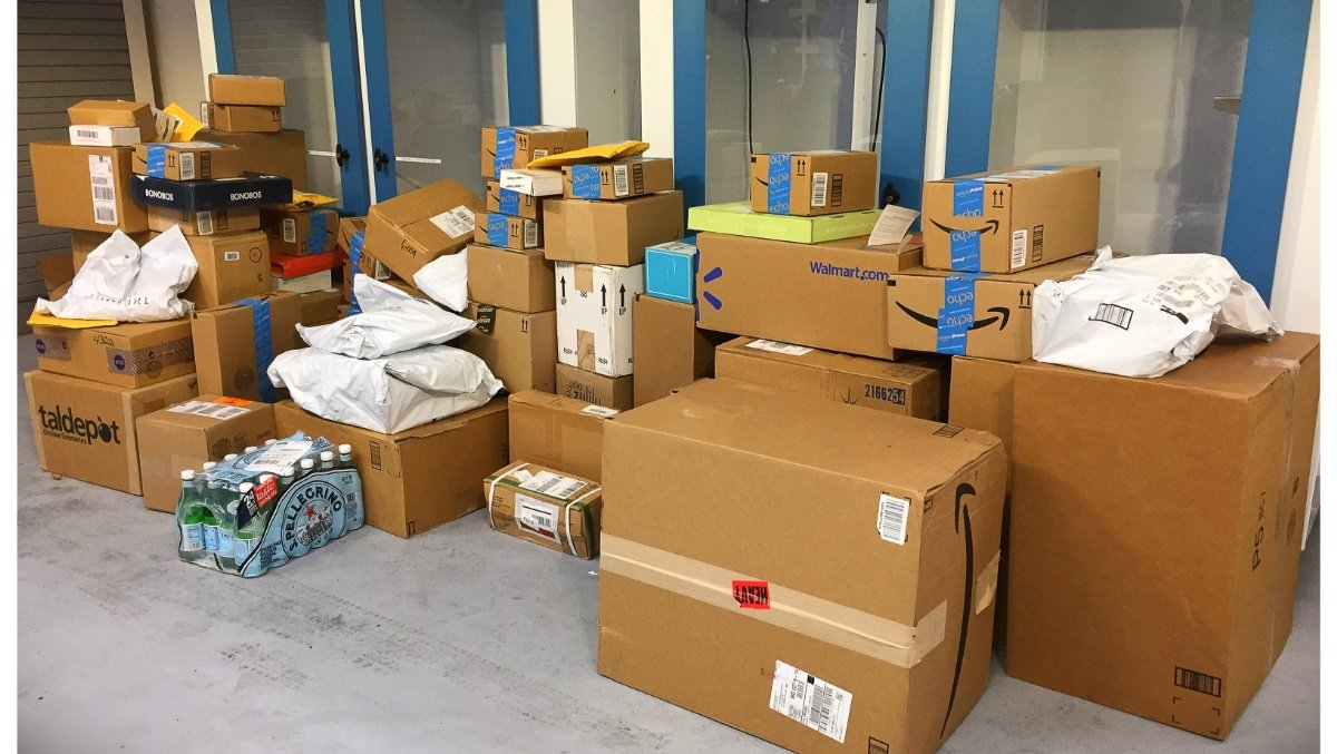 Howard County police officers to return 77 stolen packages
