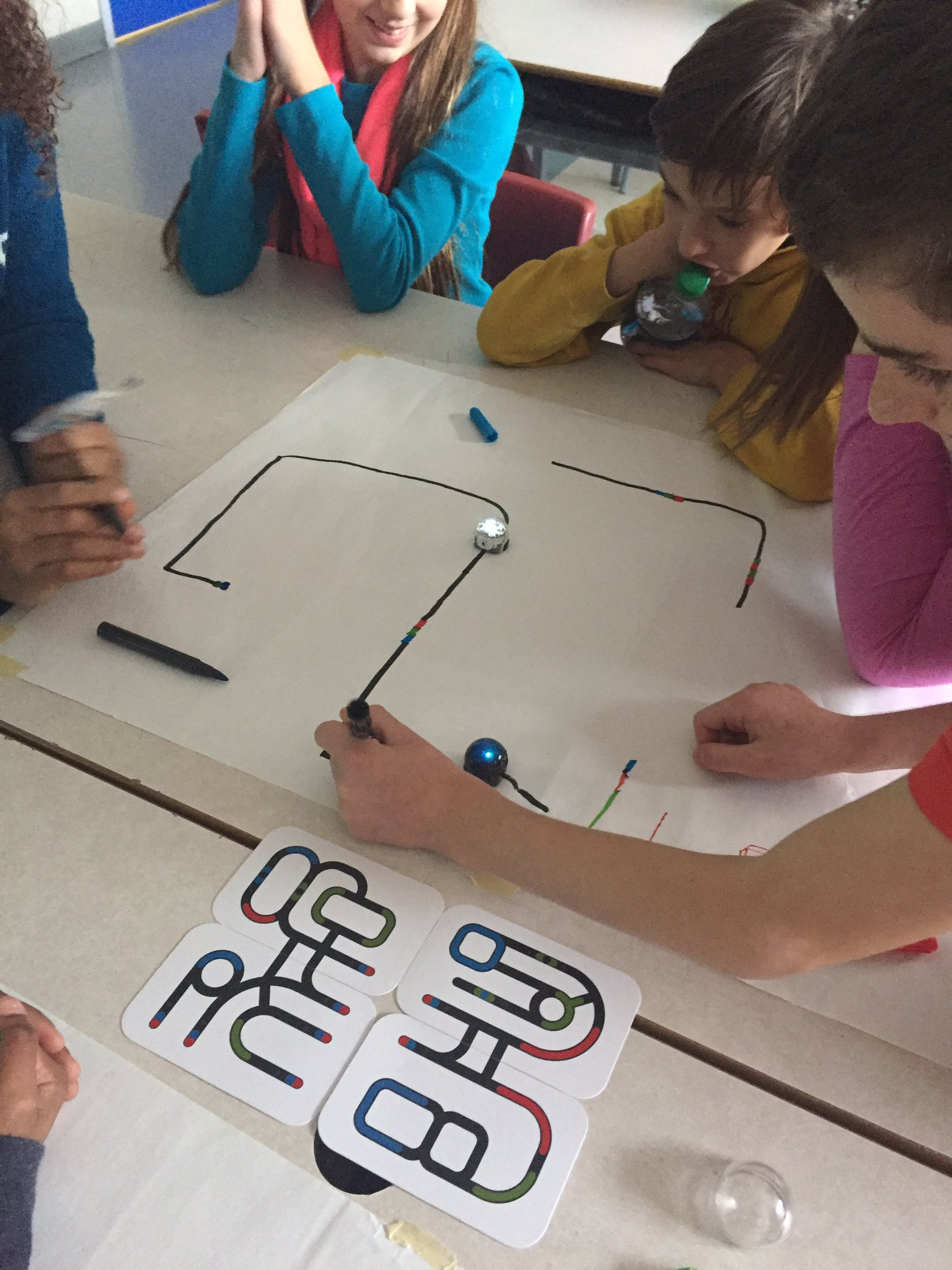 Playing around with our new @OZOBOT today! Students learning the basics of coding & loving it! #ontariocodes @SPK_ocsb https://t.co/22dyMKxZfa