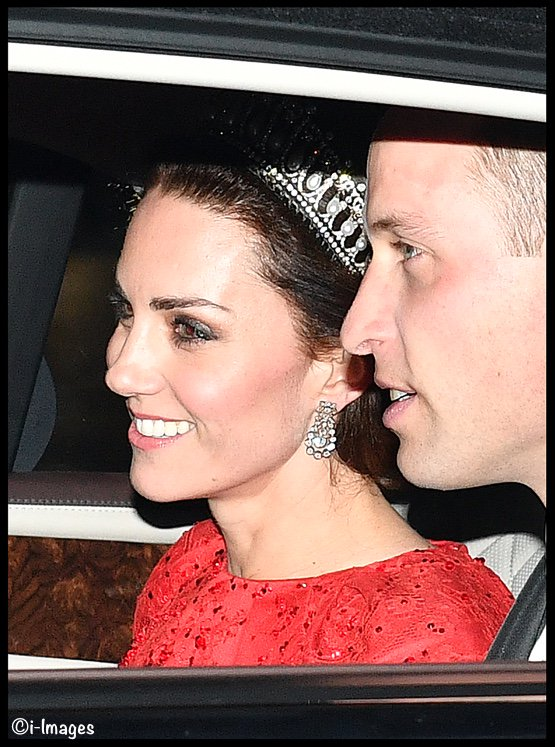The Duchess of Cambridge is wearing the Cambridge Lover's Knot tiara for tonight's reception at Buckingham Palace. https://t.co/62y3Uc9Iio