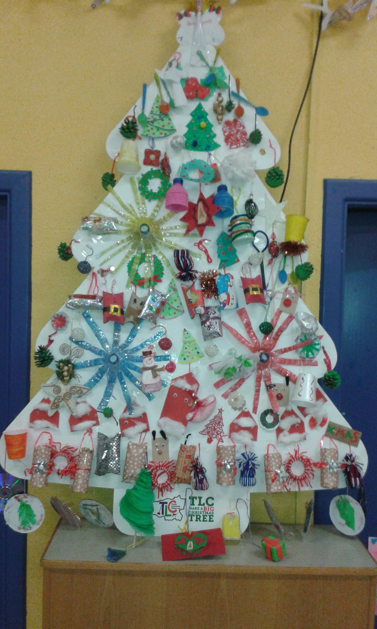Patrickswell n s on twitter check out the beautiful for Puertas decoradas navidad material reciclable