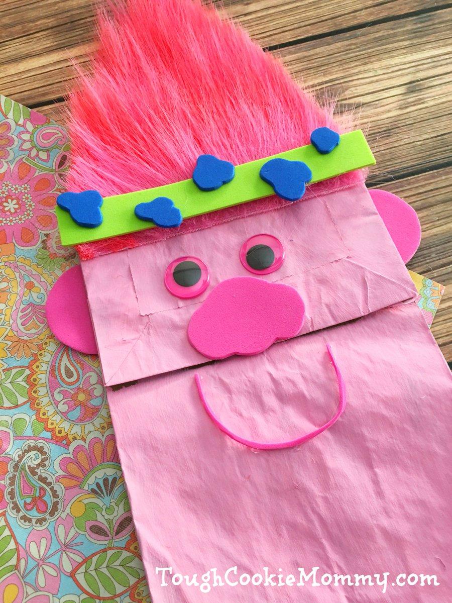 Trolls Puppet Craft - https://t.co/LDa2WoyQnk #TrollsMovie https://t.co/SOLh3BsmuN