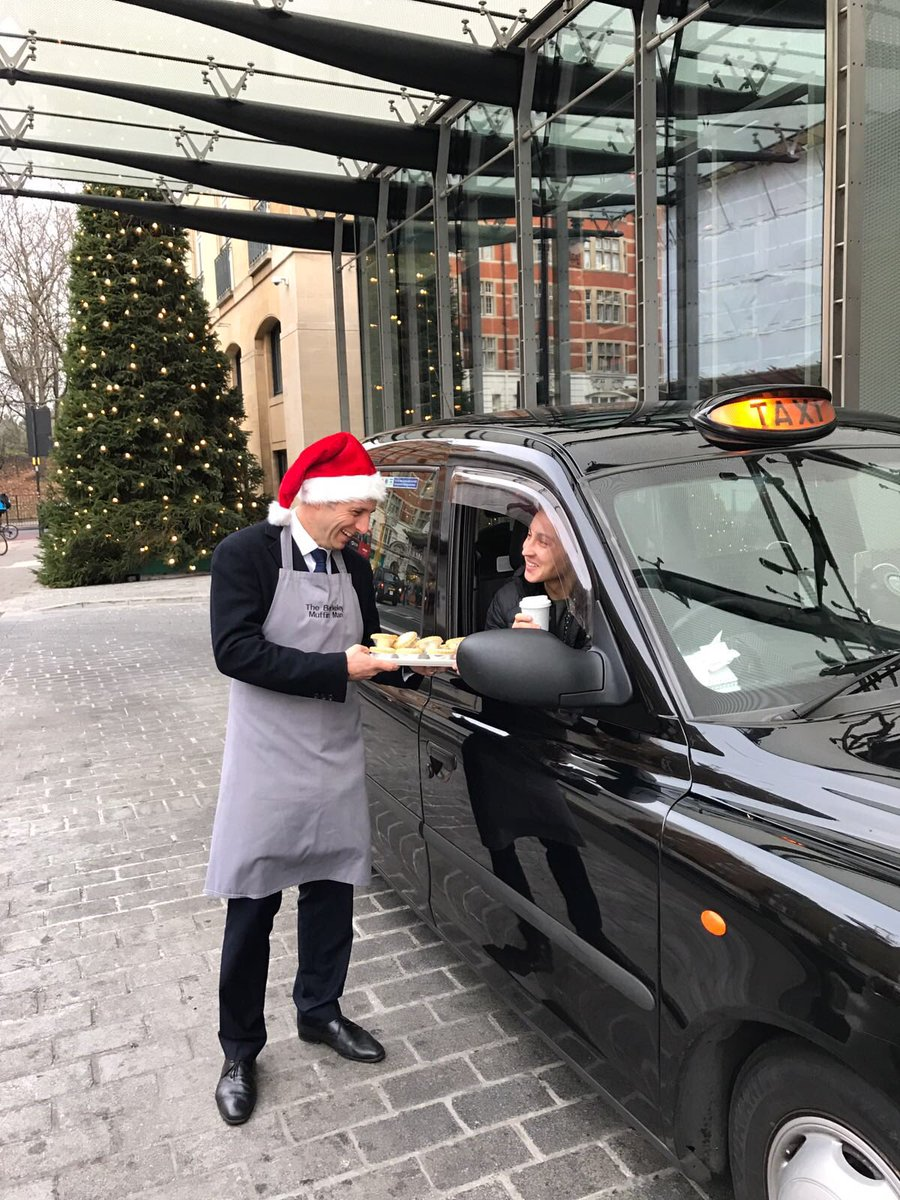Wishing all our #londoncabbie friends a very merry Christmas ! @LondonTaxi @londontaxi_pr
