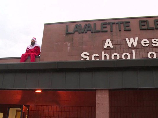Dad dresses up as 'Elf on the shelf' at school