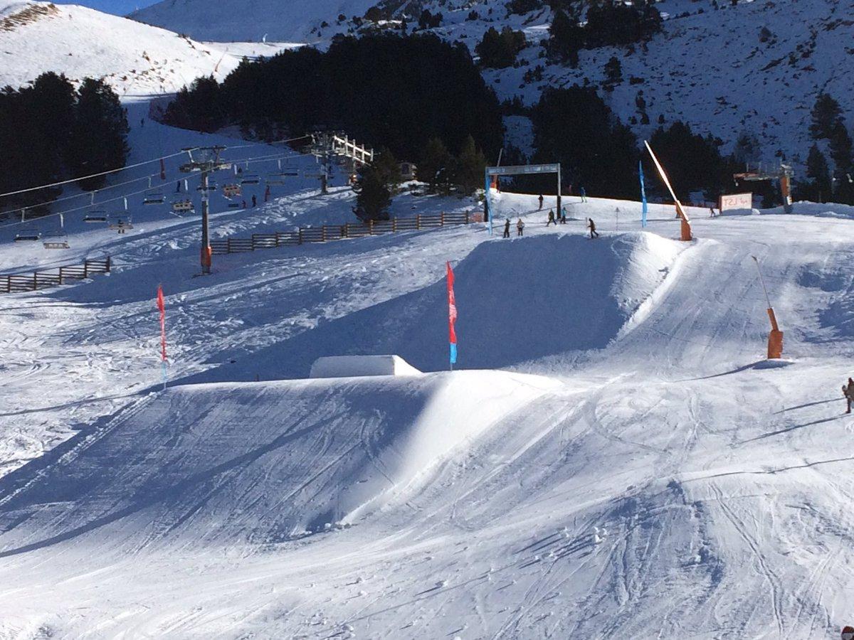 Y así tenemos uno de los 3 SnowParks abiertos parcialmente desde ayer !  SnowPark Xavi (sector Grau Roig)