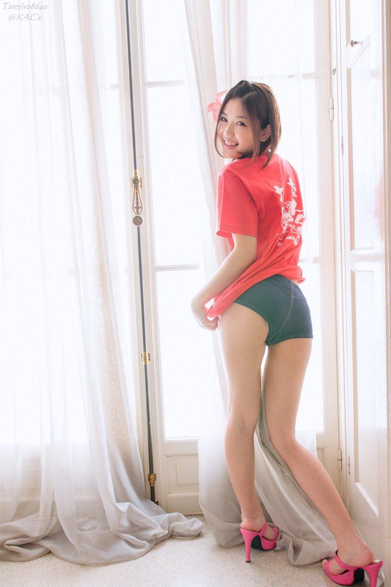 ミニスカート姿の木嶋のりこさん