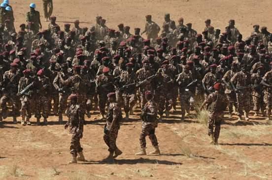 الرئيس السوداني يؤكد على مضي بلاده لبناء أقوى جيش في المنطقة CzPm43JWEAANDU6