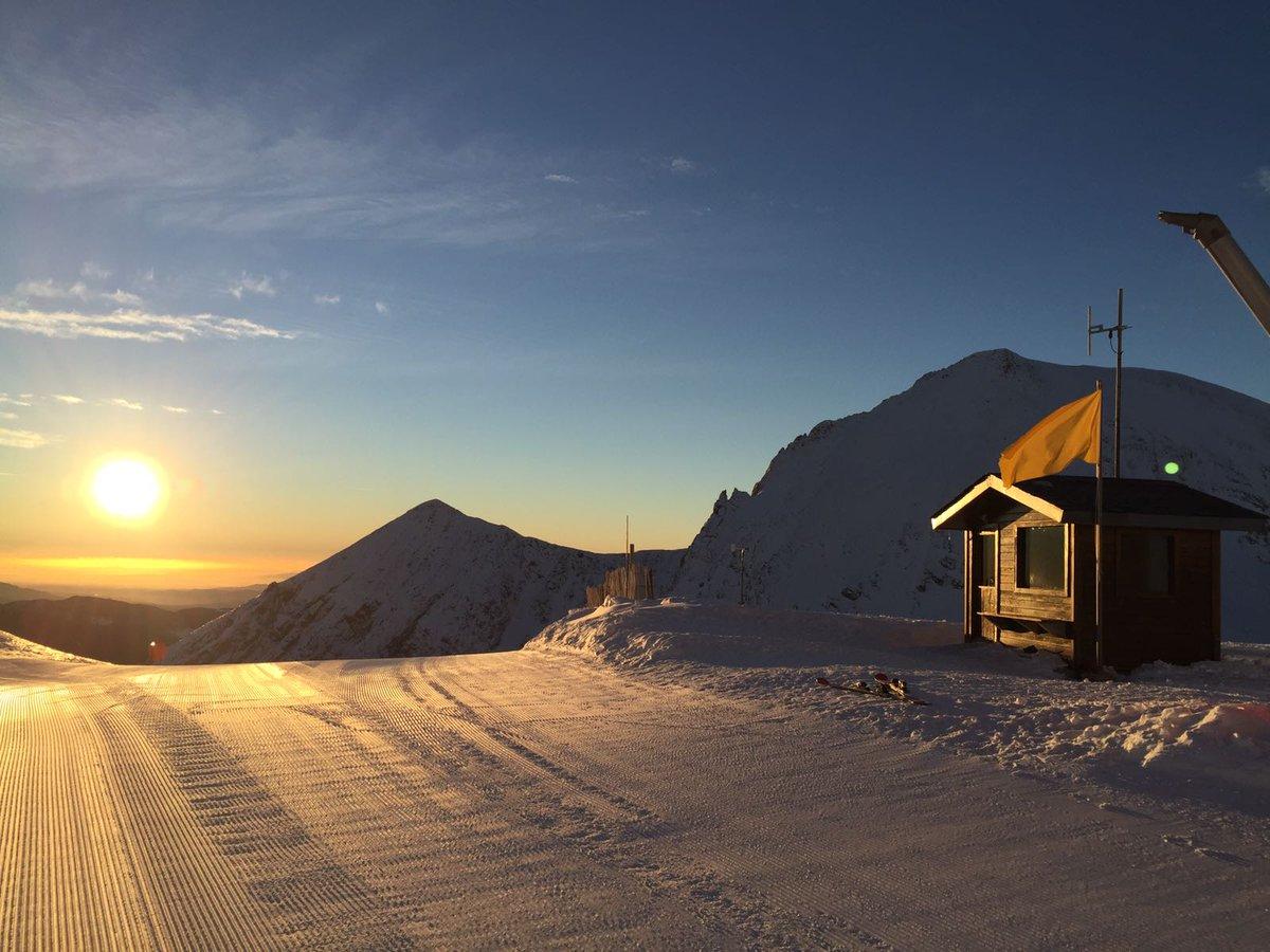 Se pone el sol en #Vallter2000. Mañana será un nuevo día de buena nieve, esquí y tiempo immejorable. ¿Qué más podemos pedir?