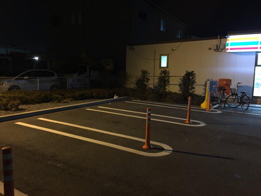 ここのセブンイレブンすごいバック駐車の練習になるw https://t.co/H11Kgs6cla