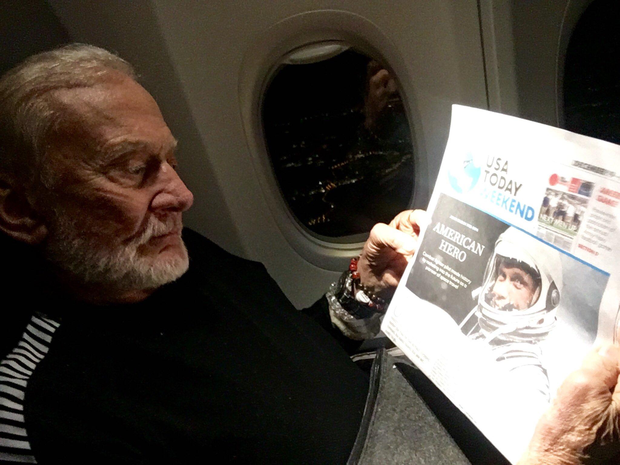 Buzz Aldrin CzRgBH5UUAIXbPg