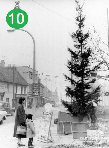 Off to buy a Christmas tree? Recycle it free in January. Recycling & rubbish collection times are here https://t.co/fUzNJzLKPl #MertonAdvent https://t.co/N2MWoX1bZG