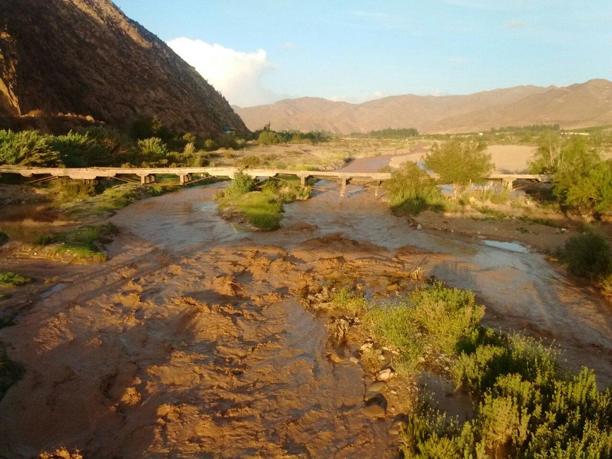 RT @elvicunense #Vicuña Quebrada de Marquesa aumenta caudal y corta caminos en Nueva Talcuna https://t.co/Izzhk1k6aD