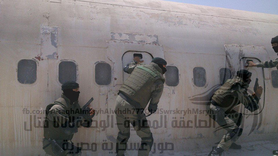 الفرقه 777 قتال المصريه  CzTND1fWIAAmh3i