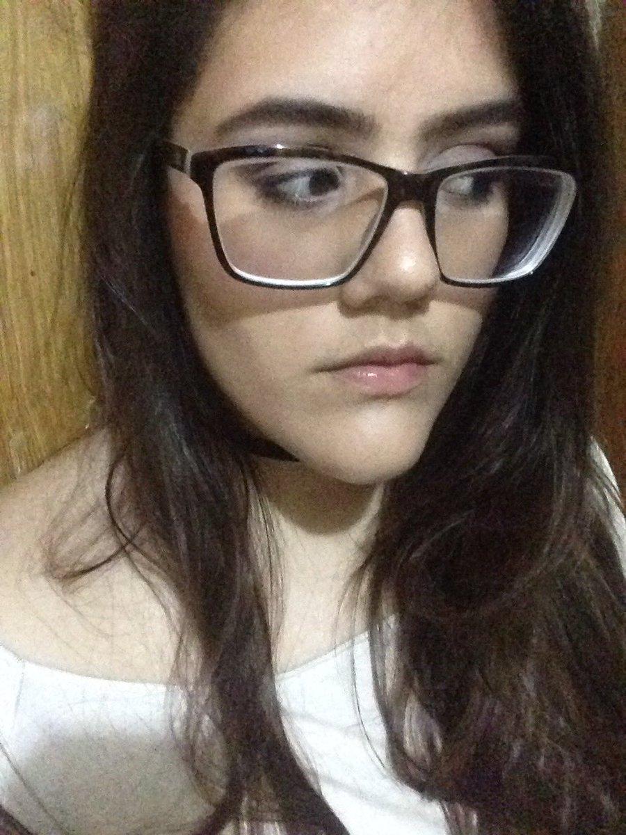 Mi familia: ayyy deberías quitarte los lentes porque te quitan lo bonita  Yo: https://t.co/02bW2IC0vS