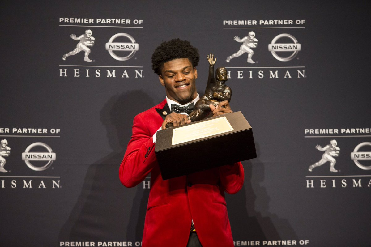 Lamar's bringing the #Heisman Trophy home to the The Ville.