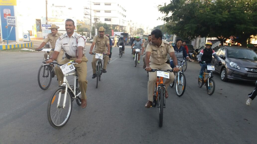 Ongoing #cyclothon moments @hsrlayoutbcp via @BlrCityPolice