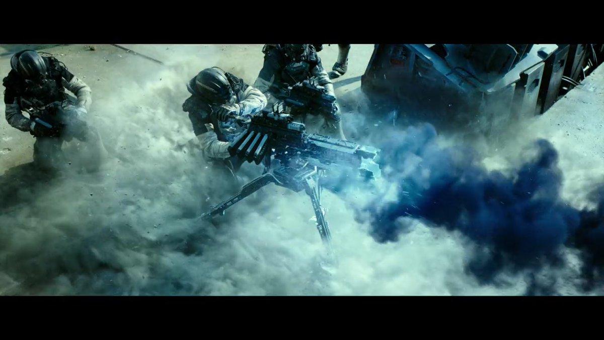 幽霊軍団VS軍隊の全面戦争を描くSFバトルアクション『スペクトル』の対幽霊バトルスーツと対幽霊兵器はメチャクチャかっこいいのだ。