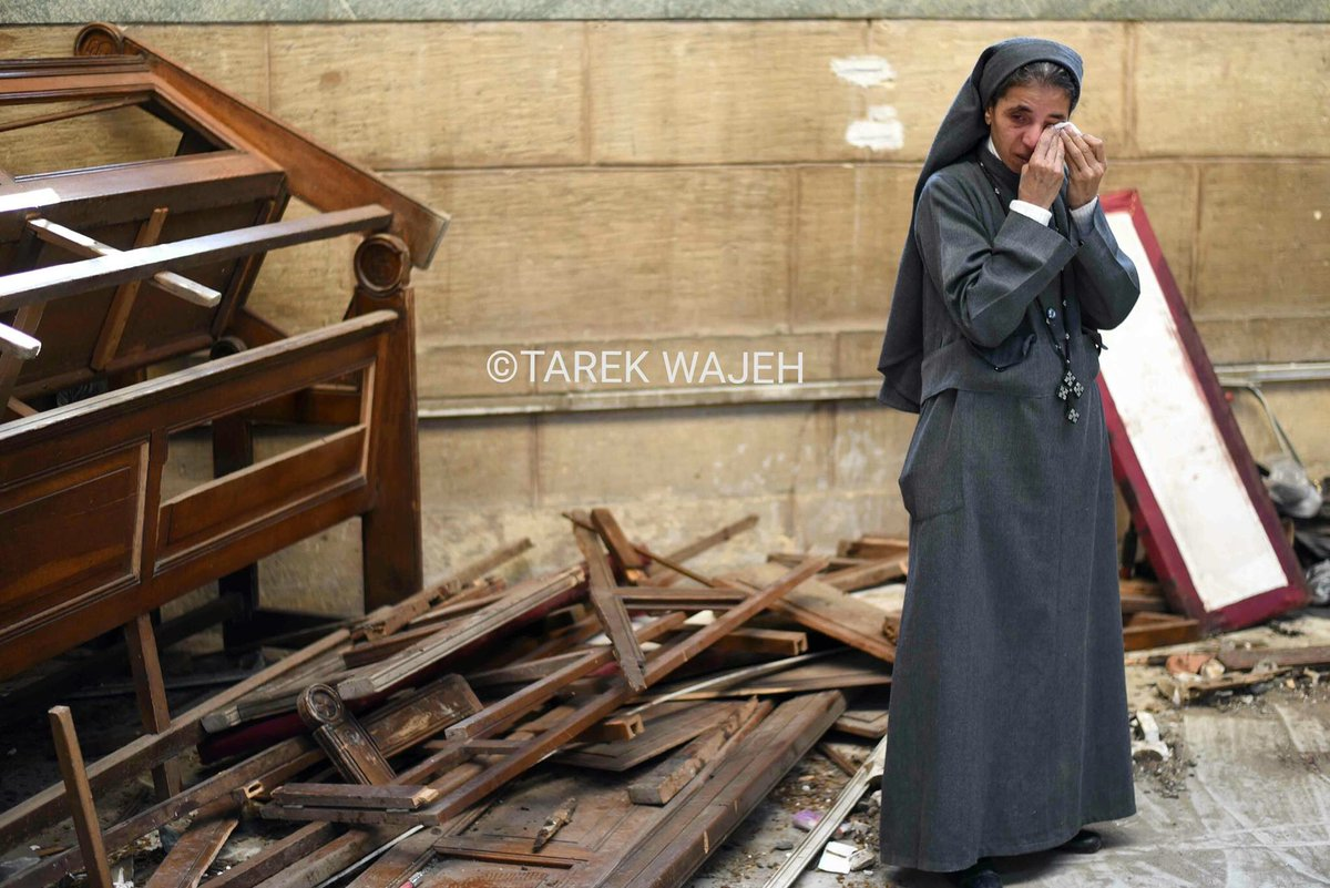 A nun sheds tears at a #Cairo Church blast scene. (Photo by Tarek Wajeh) #Egypt https://t.co/5hpLvezzBi