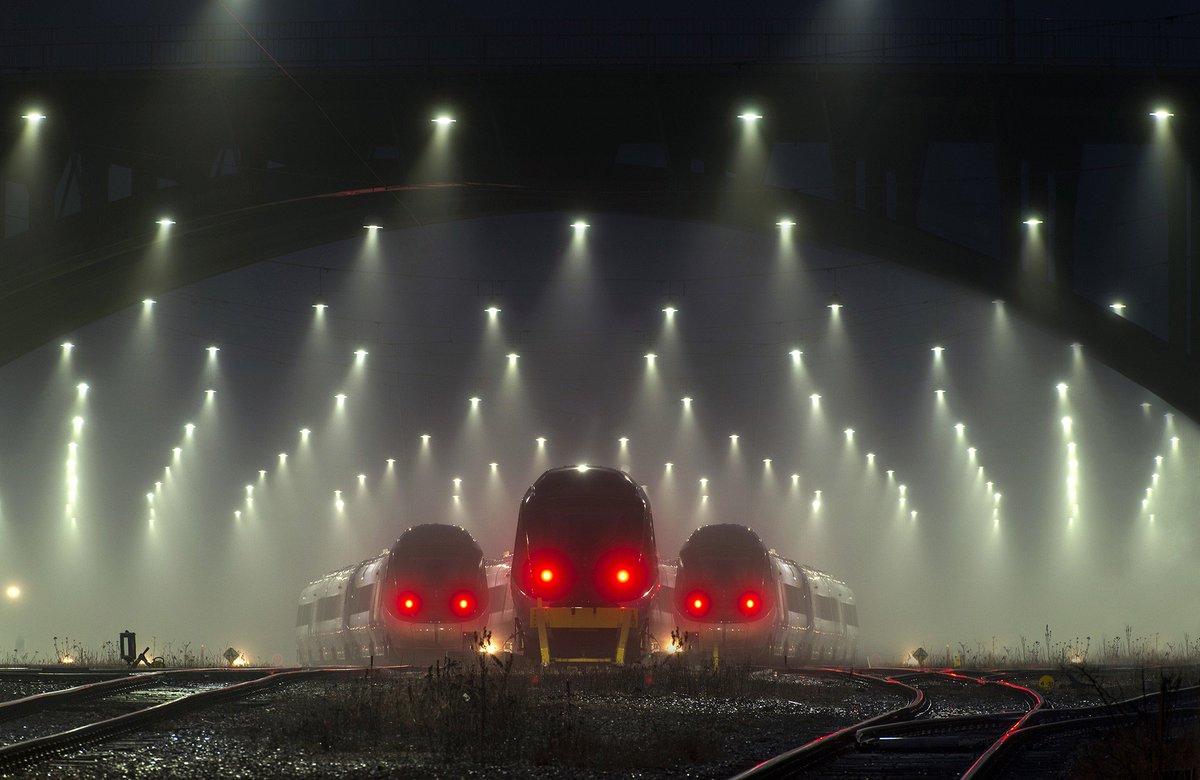 デンマークの駅が暗黒面に墜ちた機関車トーマスみたいで怖すぎる
