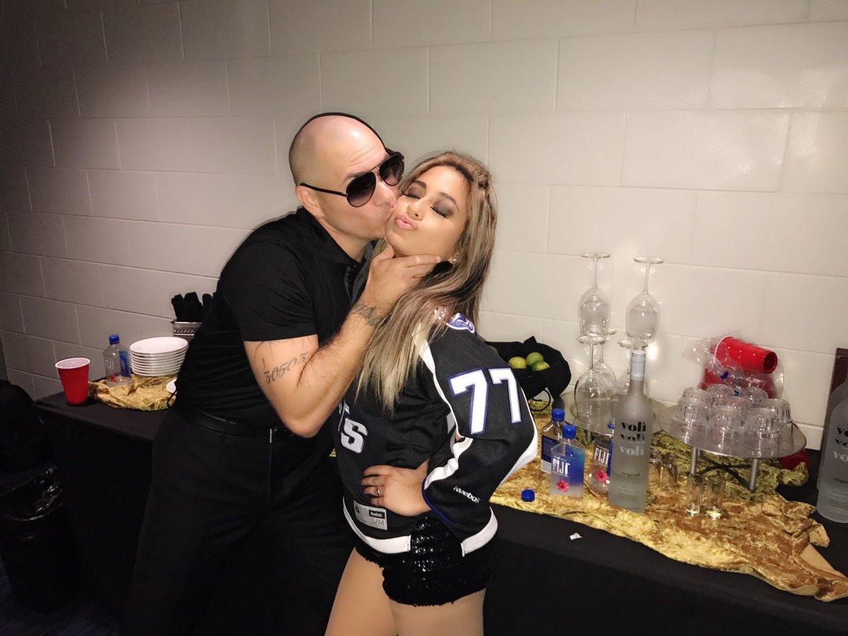 Pitbull dating 2016