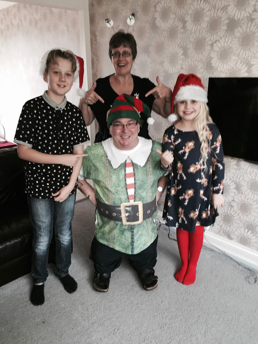 @intuBromley  #BromleyChristmasJumper here r my 2 with their crazy grandparents xmas day 2015 a hatchimal is on their list but sold out 😞 https://t.co/YWv6uE7Grd