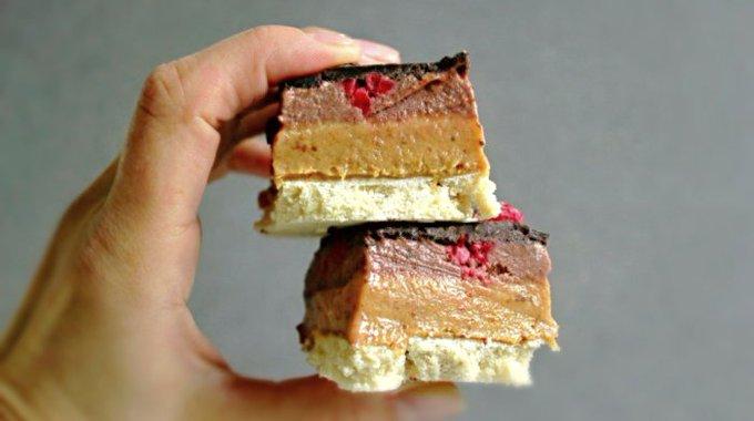 Raw Caramel Chocolate Cream Bars with Raspberries