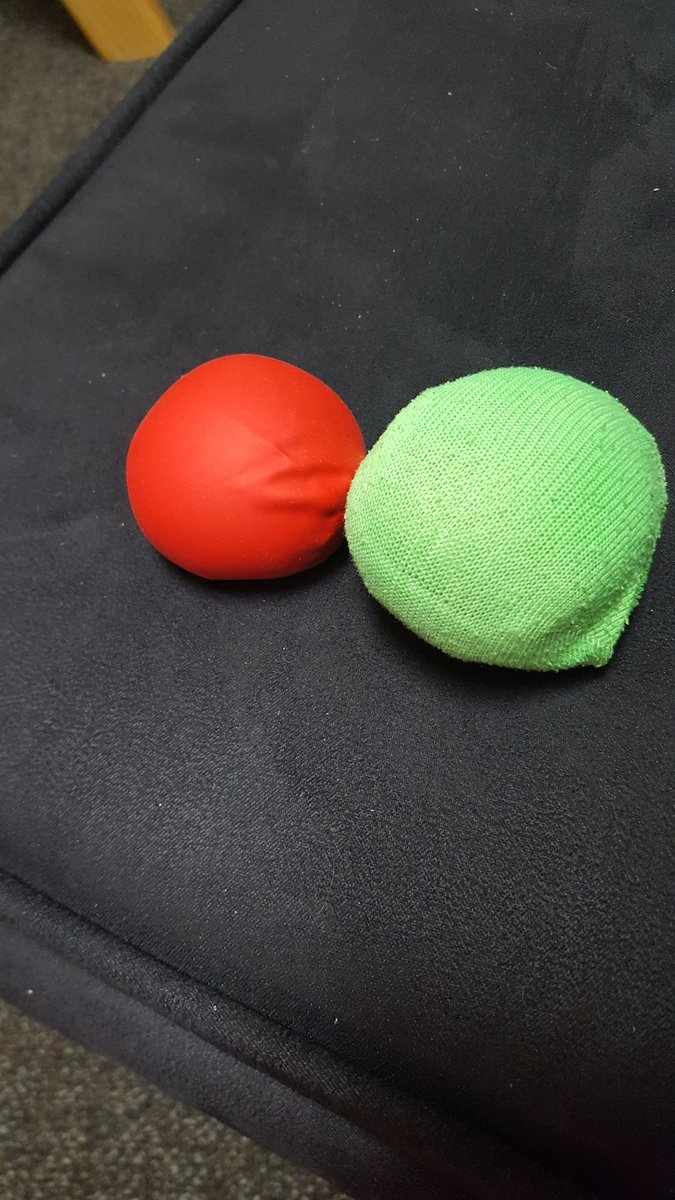 Roomies made green and red dot stress balls yesterday to join the #GreenDotUW movement! @emmalangerr @UWSADevelopment https://t.co/ckjItKmR4o