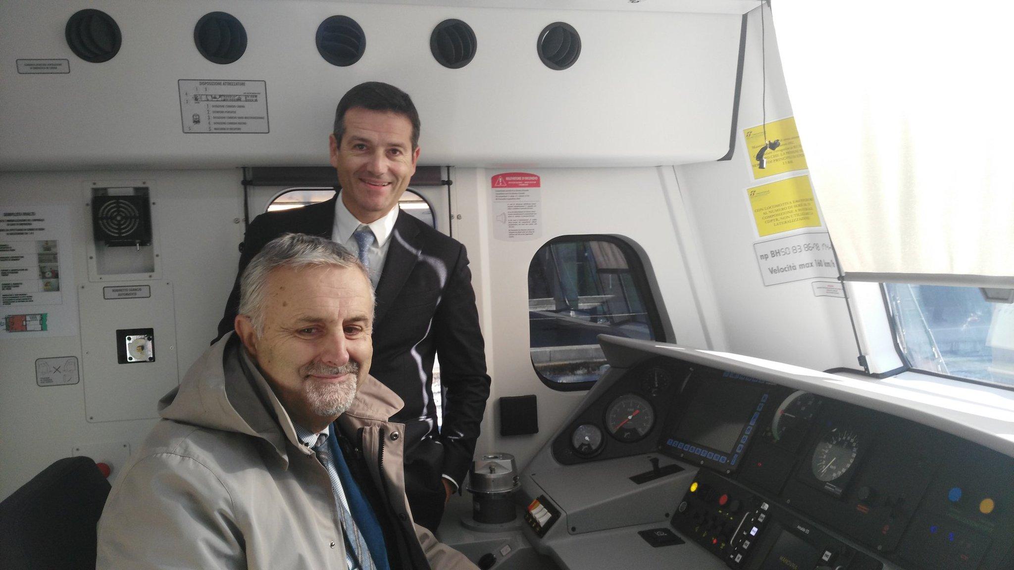 #pendolari della Toscana: ecco i nuovi treni inaugurati da @vincenzoce e Iacono di @fsnews_it e @regionetoscana @muoversintoscan https://t.co/MQl05xGbju