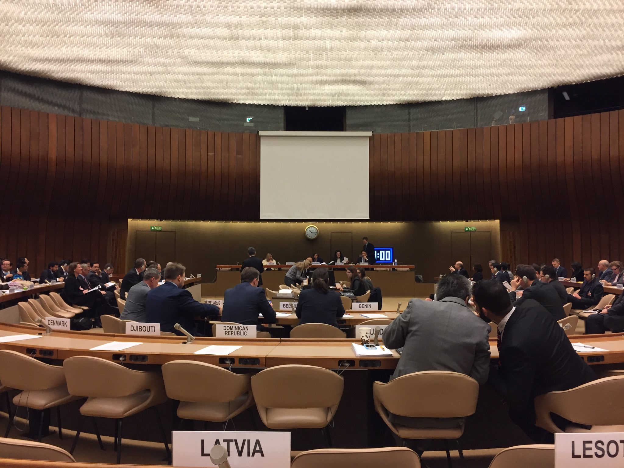 Work of 5th #CCWUN Review Conference divided into Main Committee I chaired by UK, Main Committee II on killer robots chaired by Rep. Moldova https://t.co/IgX87wVYmb