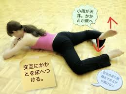 test ツイッターメディア - ?カエルストレッチ?両膝を開いて、うつぶせ寝両足のかかとが床について、小指が天井に向くようにして両足が床に付かない場合は片方ずつ交互に床につけて股関節の柔軟性を高め骨盤の歪みを矯正します?? https://t.co/C3uU4mSOlU