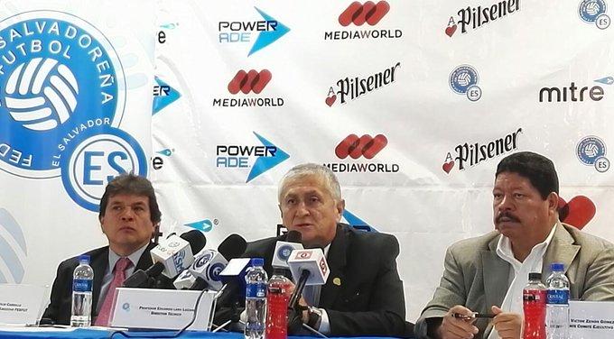 Eduardo Lara Moreno es el nuevo tecnico de El Salvador. CzfinXTUcAAV-vT