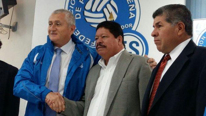 Eduardo Lara Moreno es el nuevo tecnico de El Salvador. Czfl4M0XgAQxFgx