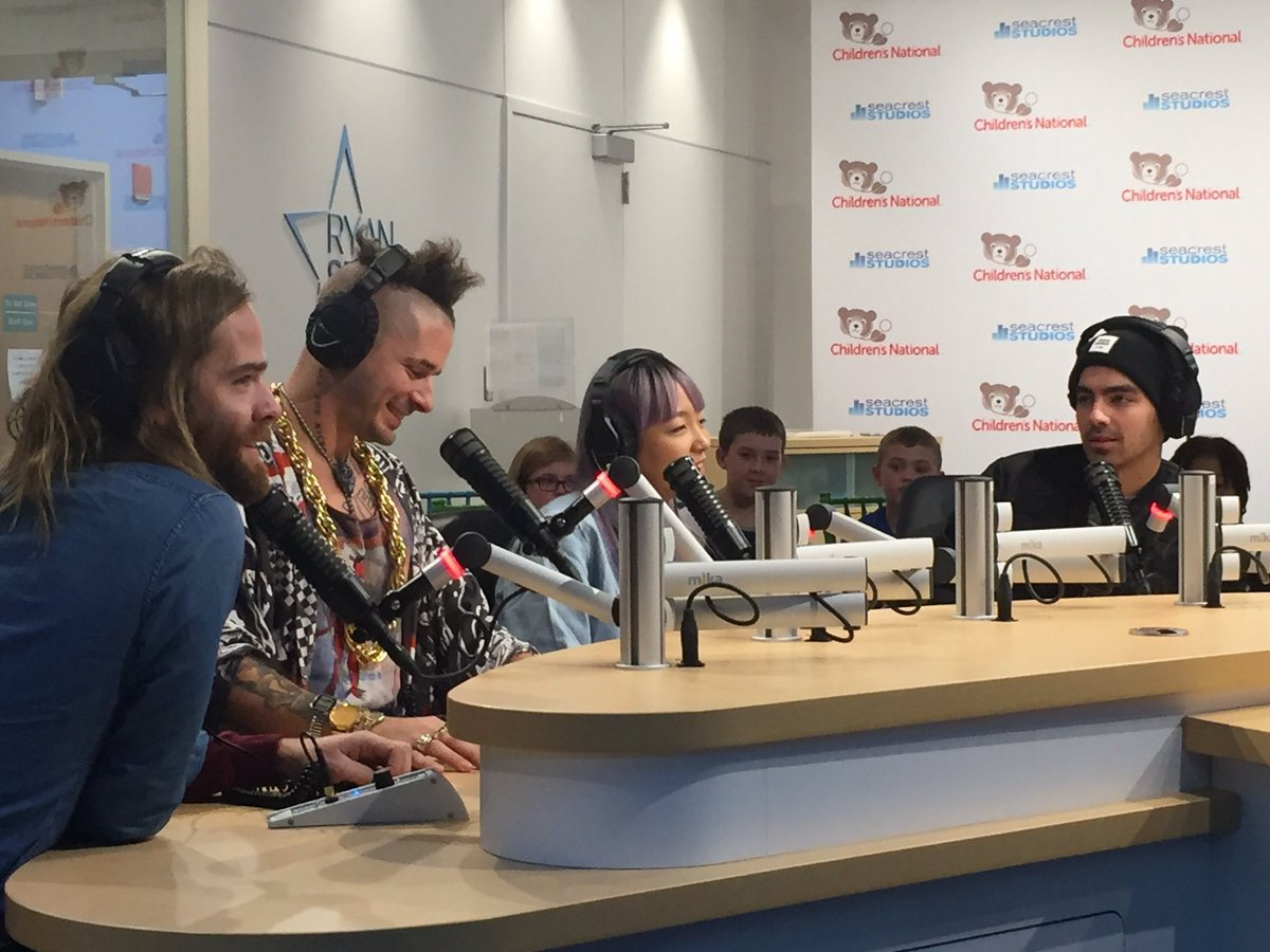Love hearing our patients laugh while they ask @DNCE fun questions! #SeacrestStudios #happymonday https://t.co/Gc5aRxukyJ
