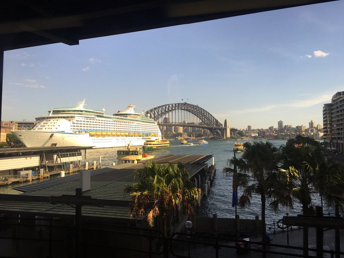Best train station view ever (@ Circular Quay Station (Concourse) - @131500trains) https://t.co/avXkwNtb56 https://t.co/QtznPU7ugp