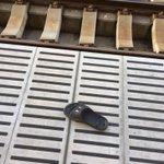 駅のホームに片足だけのサンダルを発見→なんと持ち主が現れた!