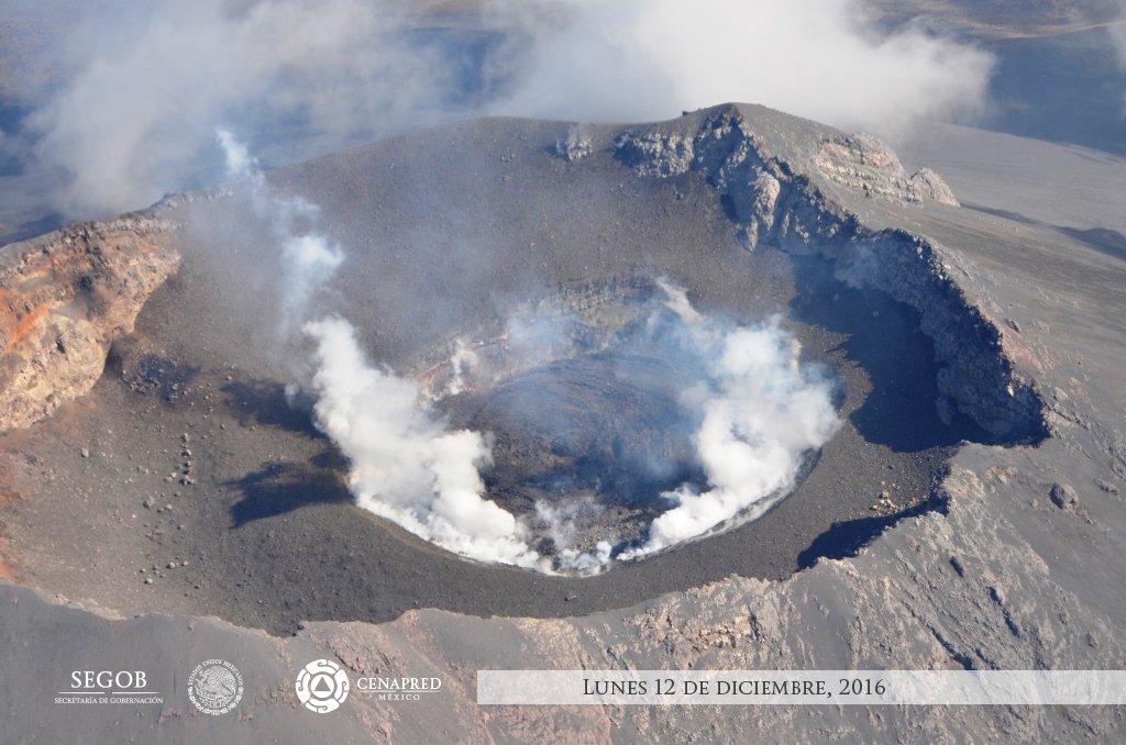 CENAPRED sobrevuela el volcán Popocatépetl. Se forma domo de lava. Se esperan explosiones en los próximos días.