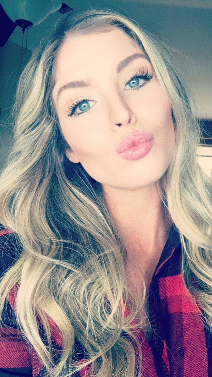 Carly Lauren twitter @MissCarlyLauren