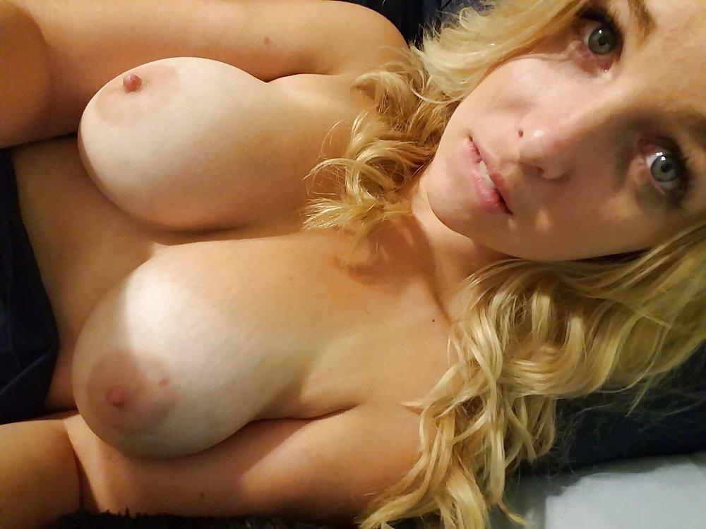 Nude Selfie 9795